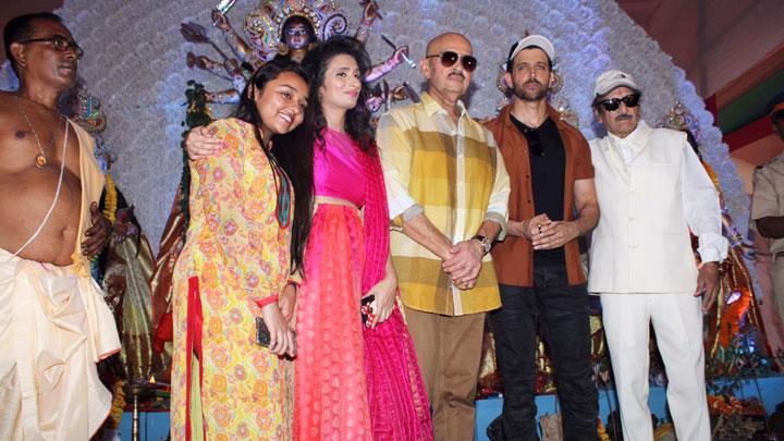 Hrithik-Roshan,-Rakesh-Roshan-&-others-attend-Maha-Navami-Puja--Durga-Pooja-