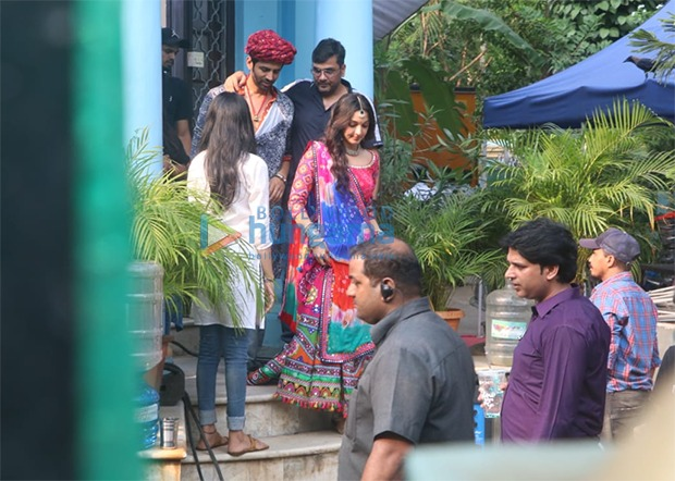 LEAKED PHOTOS Kartik Aaryan and Kiara Advani sport Rajasthani outfits on sets of Bhool Bhulaiyaa 2
