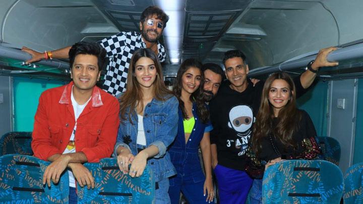 Mad Fun At HOUSEFULL 4 EXPRESS Akshay Kumar Riteish Deshmukh Bobby Kriti Pooja Kriti