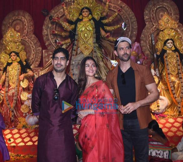 Photos Alia Bhatt, Hrithik Roshan and Rani Mukerji snapped during Durga pandal darshan-0121 (2)