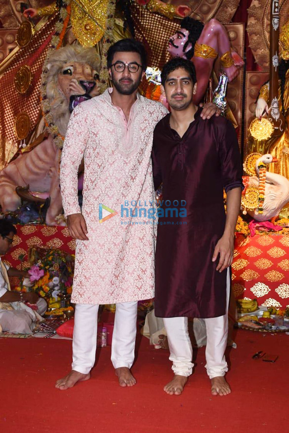 Photos Alia Bhatt, Hrithik Roshan and others snapped during Durga pandal darshan (1)