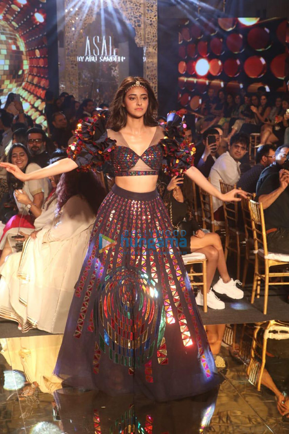Photos Celebs grace Abu Jani and Sandeep Khosla's fashion show-011 (2)