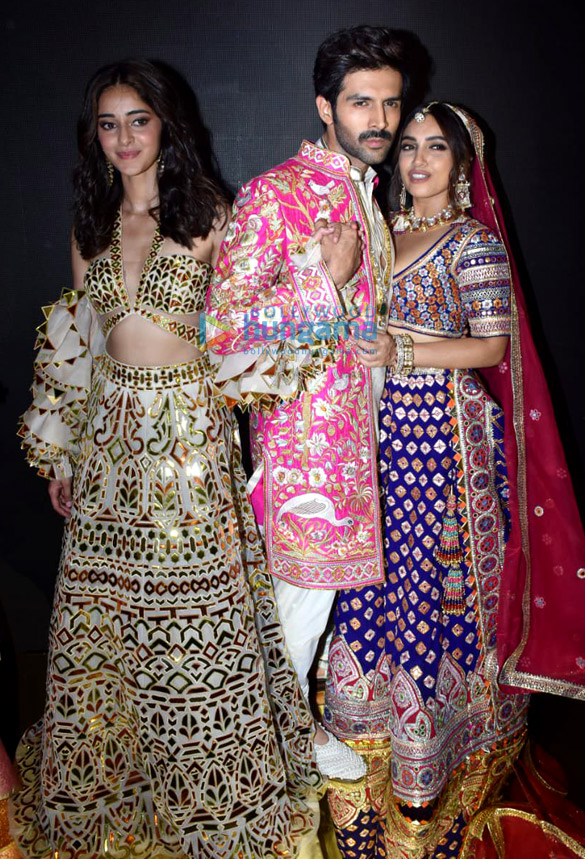 Photos Celebs grace Abu Jani and Sandeep Khosla's fashion show1 (5)