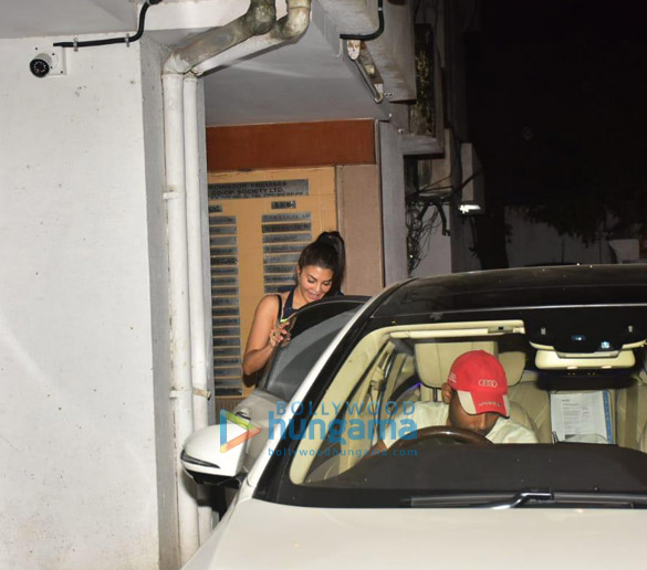 Photos Jacqueline Fernandez snapped at clinic in Bandra (1)