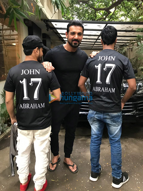 Photos John Abraham snapped posing with fans at his office (4)