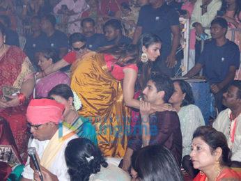 Photos: Kajol snapped with mom Tanuja celebrating Durja Puja