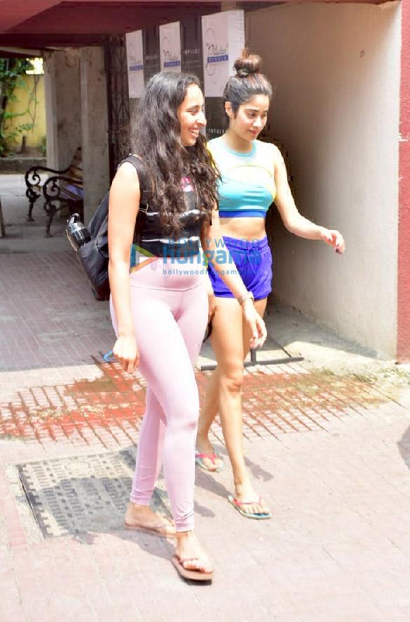 Photos Kangana Ranaut, Janhvi Kapoor and Namrata Purohit spotted at the Pilates gym (2)