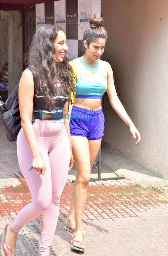 Photos Kangana Ranaut, Janhvi Kapoor and Namrata Purohit spotted at the Pilates gym (3)
