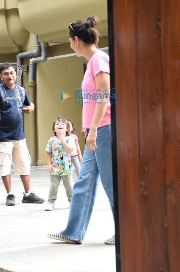 Photos Kareena Kapoor Khan and Taimur Ali Khan spotted in Bandra (4)