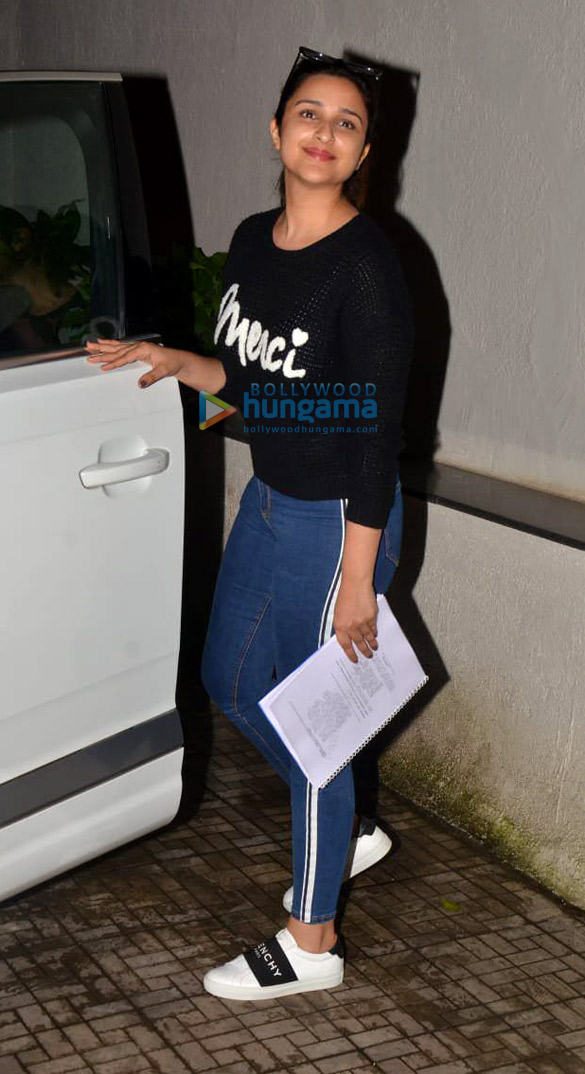 Photos Parineeti Chopra snapped at the old Dharma office (3)