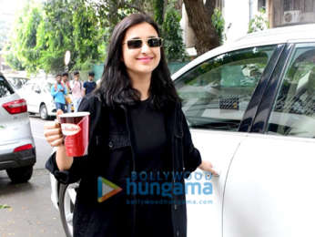 Photos: Parineeti Chopra snapped in Khar