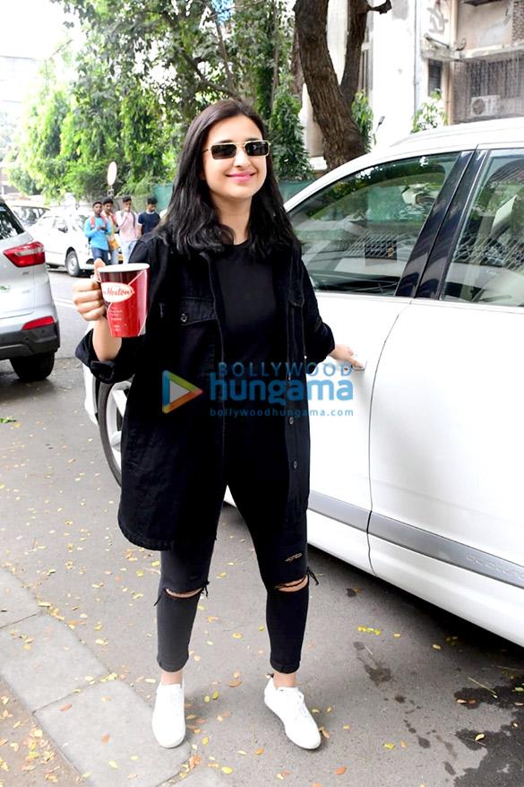 Photos: Parineeti Chopra snapped in Khar