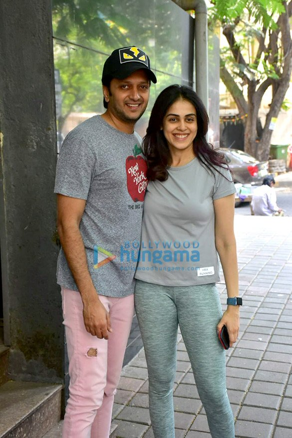 Photos: Riteish Deshmukh and Genelia Dsouza spotted at Starbucks in Khar