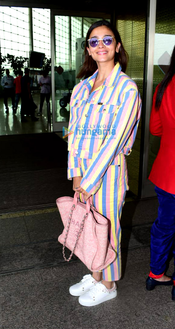 Photos Saif Ali Khan, Alia Bhatt and Elli AvrRam snapped at the airport (1)