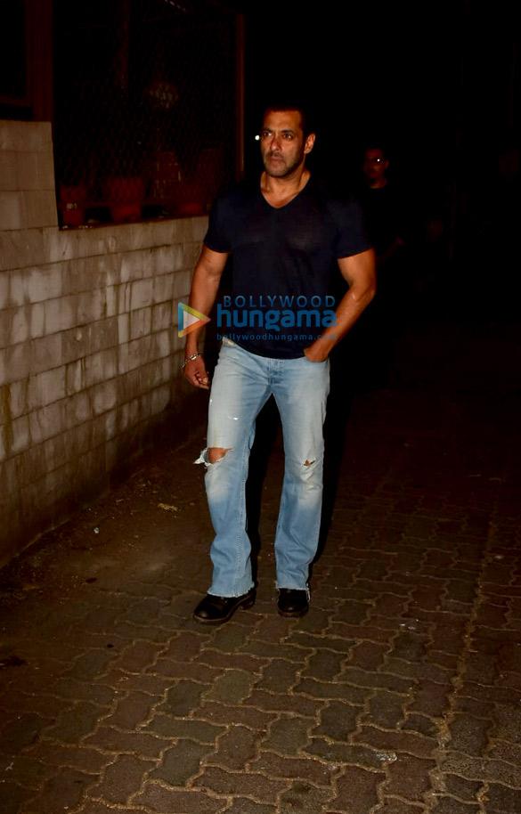 Photos Salman Khan spotted at a recording studio in Bandra (4)