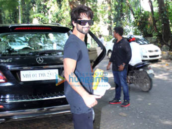 Photos: Shahid Kapoor and Kim Sharma spotted at the gym
