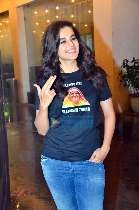 Photos Taapsee Pannu and Bhumi Pednekar spotted at Sunny Super Sound in Juhu (5)