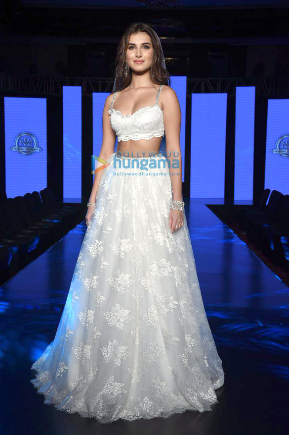 Photos Tara Sutaria walks the ramp for Shehlaa Khan at the Wedding Junction (4)
