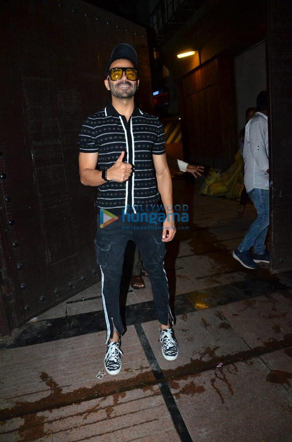 Photos Varun Dhawan and Aparshakti Khurrana snapped at the gym in Juhu (1)