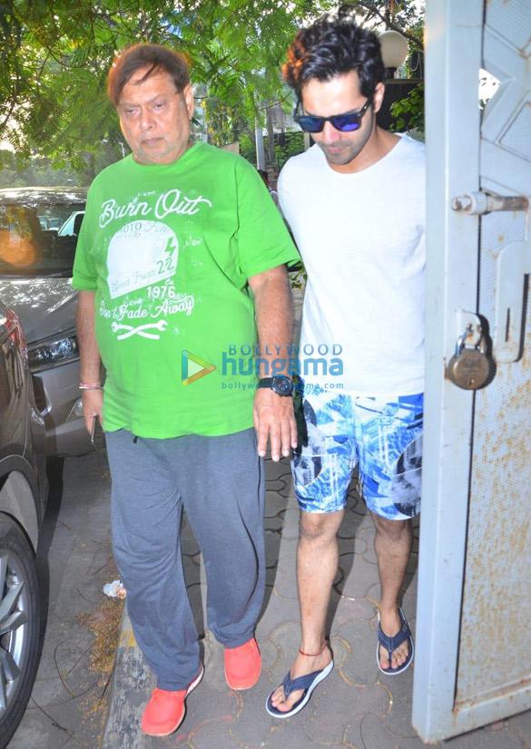 Photos Varun Dhawan snapped at David Dhawan's office in Juhu (2)