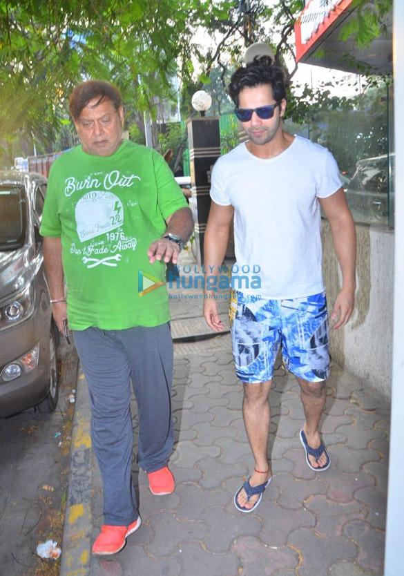 Photos Varun Dhawan snapped at David Dhawan's office in Juhu (3)