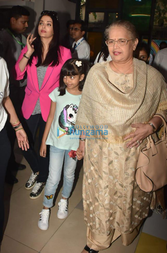 Photos Aishwarya Rai Bachchan and her daughter Aaradhya Bachchan snapped at the SRCC Hospital event (1)