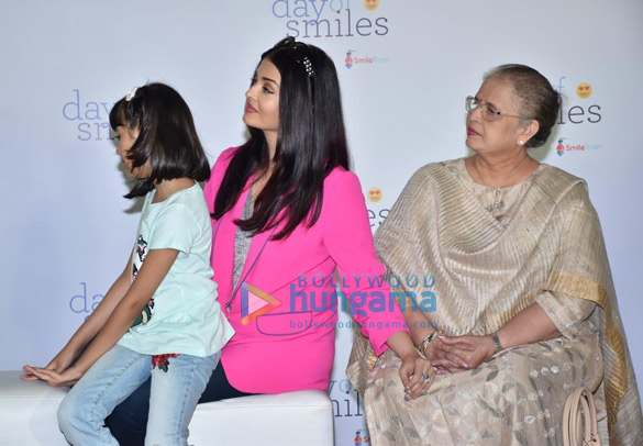 Photos Aishwarya Rai Bachchan and her daughter Aaradhya Bachchan snapped at the SRCC Hospital event (2)