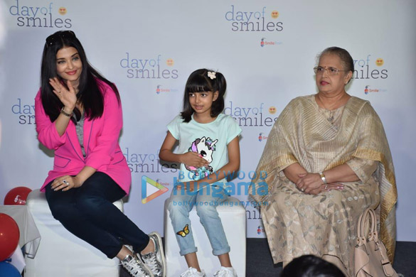 Photos Aishwarya Rai Bachchan and her daughter Aaradhya Bachchan snapped at the SRCC Hospital event (4)