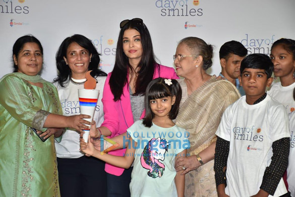 Photos Aishwarya Rai Bachchan and her daughter Aaradhya Bachchan snapped at the SRCC Hospital event (6)