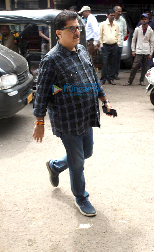 Photos Celebs attend Champak Jain's funeral (9)