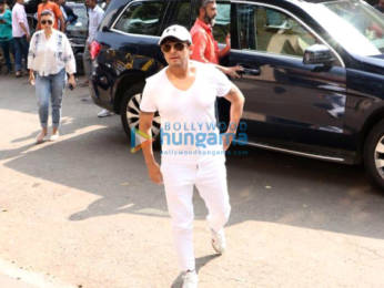 Photos: Celebs attend the funeral of Dabboo Ratnani's mother