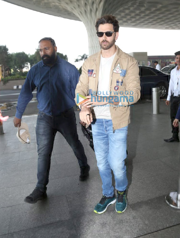 Photos Hrithik Roshan, Mouni Roy and Vicky Kaushal snapped at the airport (4)