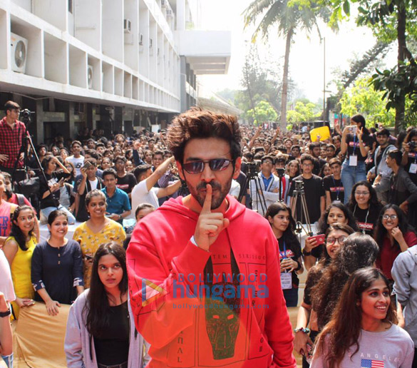 Photos Kartik Aaryan, Bhumi Pednekar And Ananya Panday snapped promoting their film Pati Patni Aur Woh at Mithibai College (1)