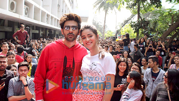 Photos Kartik Aaryan, Bhumi Pednekar And Ananya Panday snapped promoting their film Pati Patni Aur Woh at Mithibai College (9)