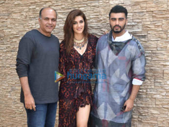 Photos: Kriti Sanon, Arjun Kapoor and Ashutosh Gowariker snapped during Panipat promotions