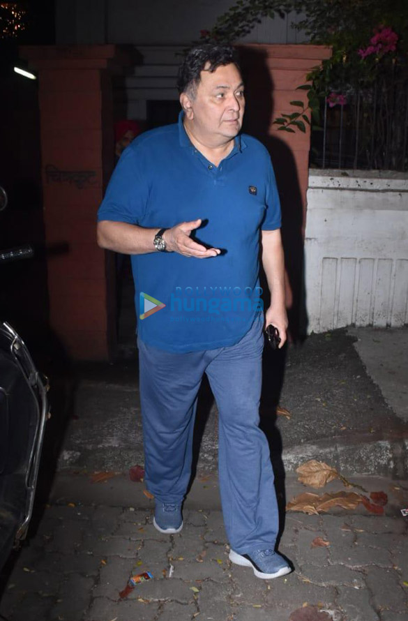 Photos Rishi Kapoor snapped in Juhu (2)