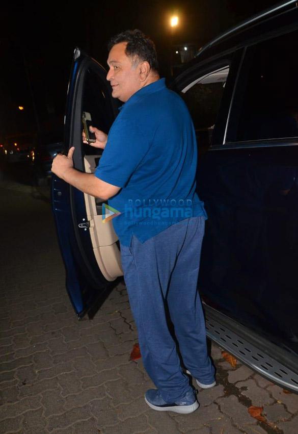 Photos Rishi Kapoor snapped in Juhu (3)