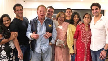 Salman Khan poses for a family picture and we are getting MAJOR Hum Saath Saath Hain feels!