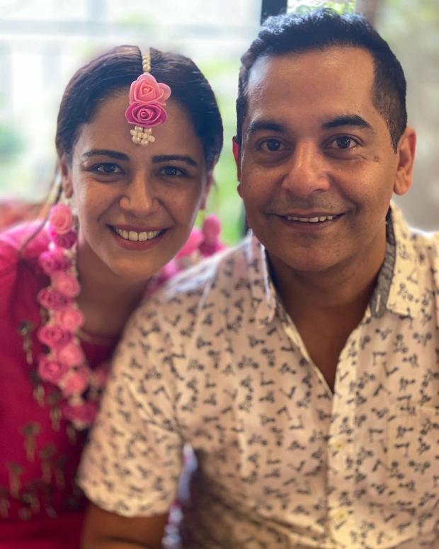 Jassi Jaissi Koi Nahin actress Mona Singh looks radiant in pink during her mehendi ceremony, Gaurav Gera attends the wedding festivities