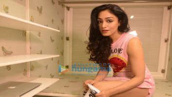 Celebrity Photos of Khushali Kumar