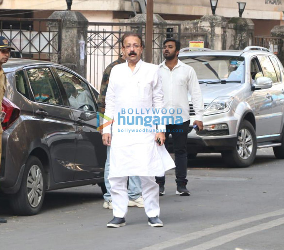 Photos Aayush Sharma, Helen and others spotted at Hinduja Hospital (1)