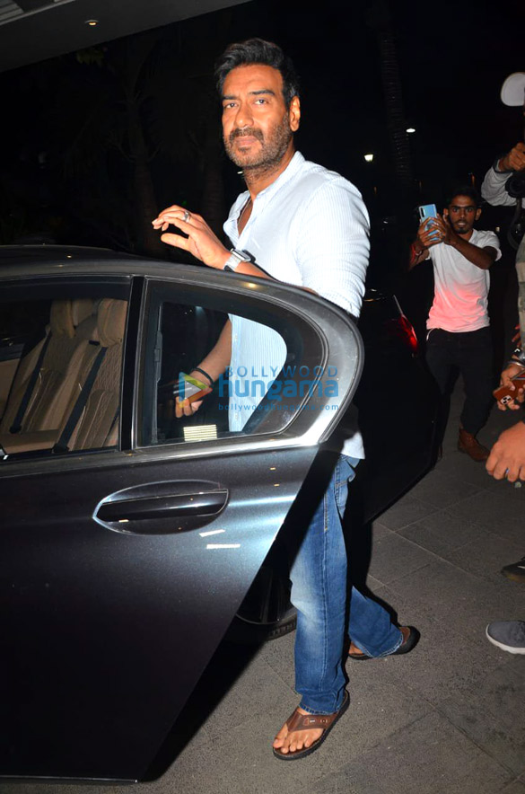 Photos Ajay Devgn snapped during Tanhaji – The Unsung Warrior promotions in Juhu (2)