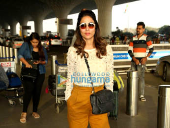 Photos: Arjun Kapoor, Sophie Choudry and others snapped at the airport