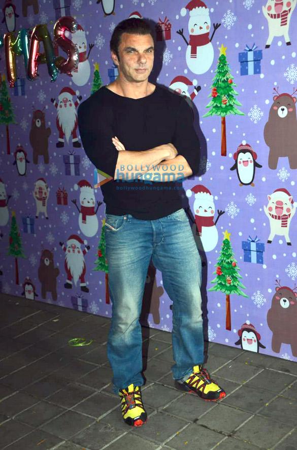 Photos Celebs snapped at Aayush Sharma and Arpita Khan's Christmas party3 (2)