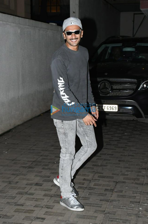 Photos Deepika Padukone and Ranveer Singh snapped at Old Dharma office (2)