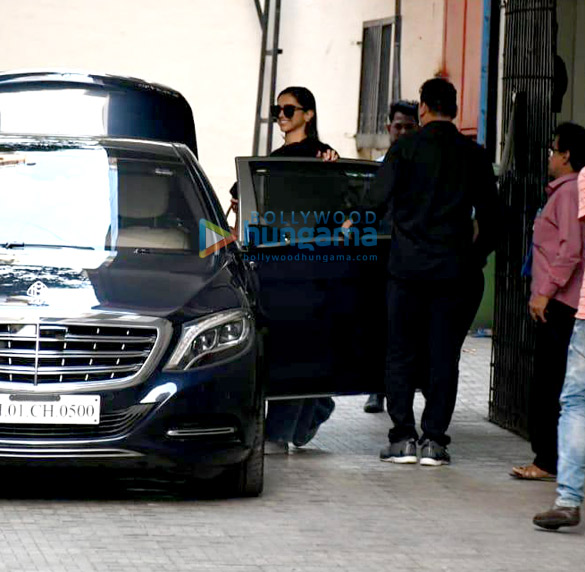 Photos Deepika Padukone snapped at Old Dharma office (2)