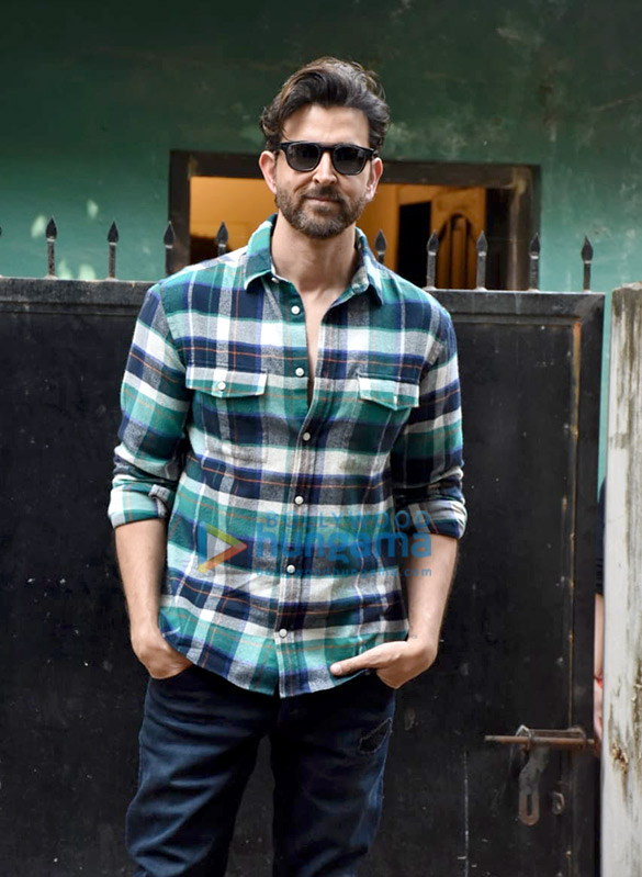 Photos Hrithik Roshan spotted at a shoot in Versova (2)