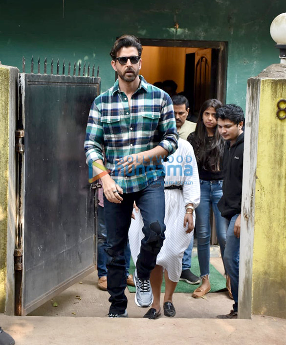 Photos Hrithik Roshan spotted at a shoot in Versova (3)