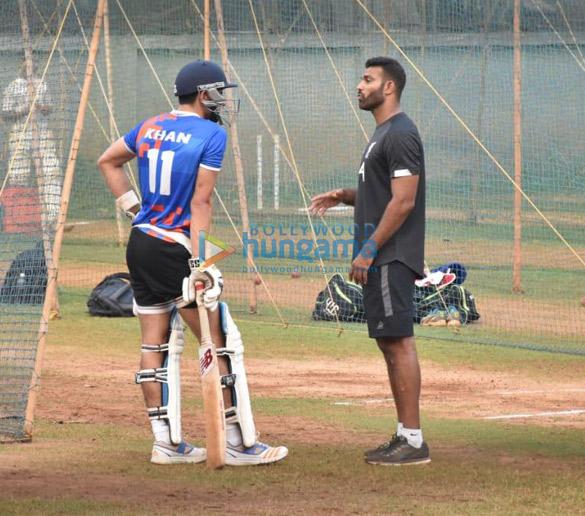 Photos Ibrahim Ali Khan snapped playing cricket (2)