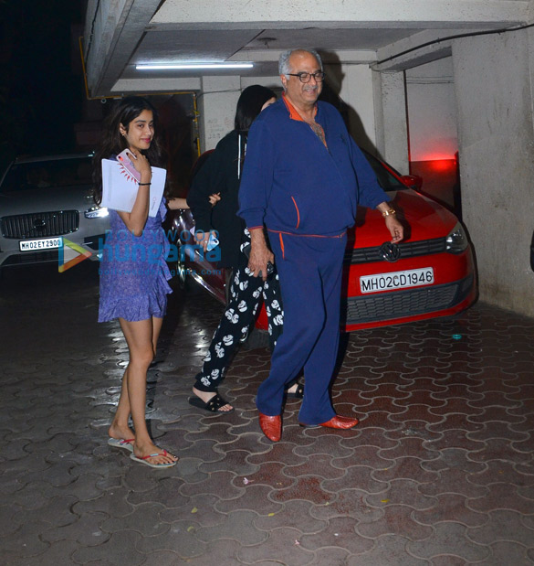 Photos Janhvi Kapoor, Khushi Kapoor, Shanaya Kapoor and Boney Kapoor grace Anshula Kapoor's birthday bash (3)